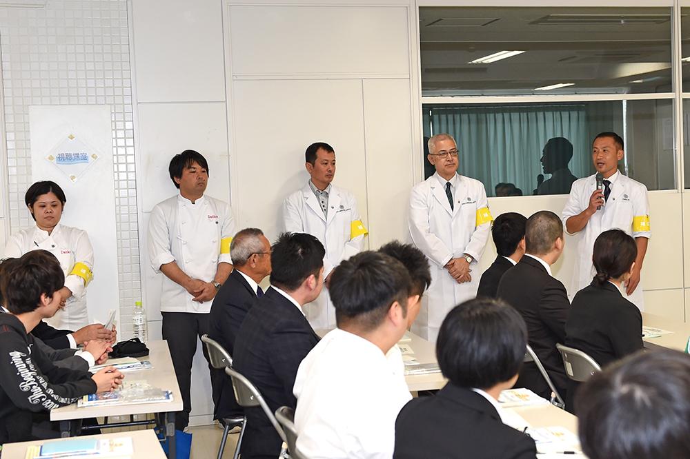 (写真右) 武蔵野調理師専門学校 実習部 副主事 林 卓真 先生